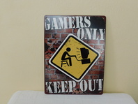 GAMERS ONLY KEEP OUT - PLECHOVÁ CEDULE